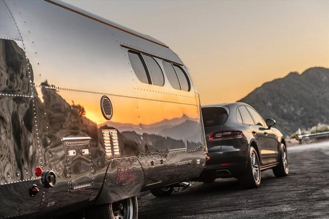 Cận cảnh toa xe dùng để đi du lịch có trị giá hơn 5 tỉ đồng ảnh 2