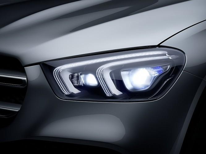 Mang 19 xe đến trưng bày, Mercedes-Benz Việt Nam chơi tại VMS 2019 ảnh 1