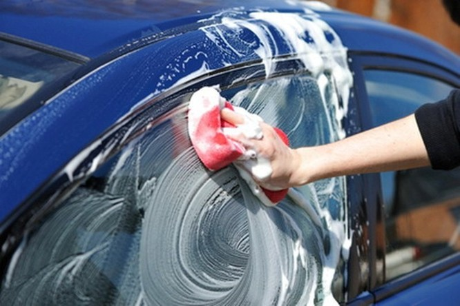Những sai lầm tai hại khi tự rửa ôtô tại nhà ảnh 2