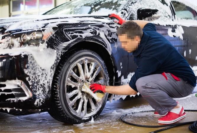 Những sai lầm tai hại khi tự rửa ôtô tại nhà ảnh 1