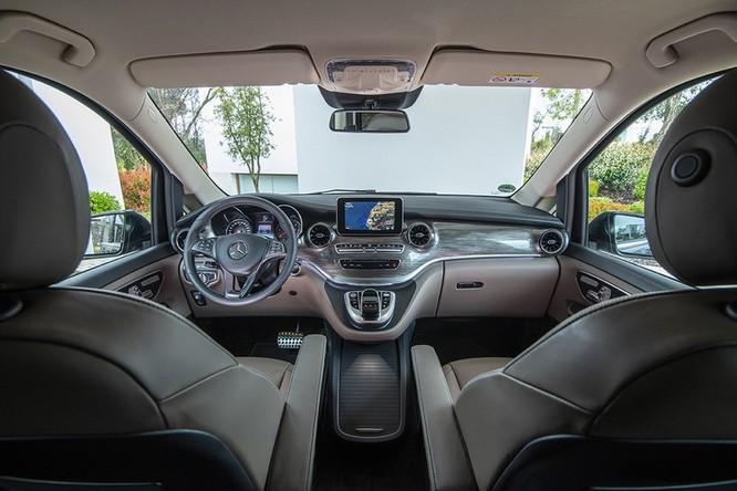 """""""Soi"""" MPV hạng sang Mercedes-Benz V-Class 2020 giá 2,57 tỷ đồng ảnh 2"""