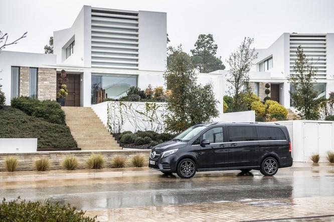 """""""Soi"""" MPV hạng sang Mercedes-Benz V-Class 2020 giá 2,57 tỷ đồng ảnh 8"""