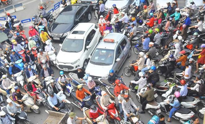Người Việt bàn lùi giấc mơ ô tô ảnh 1