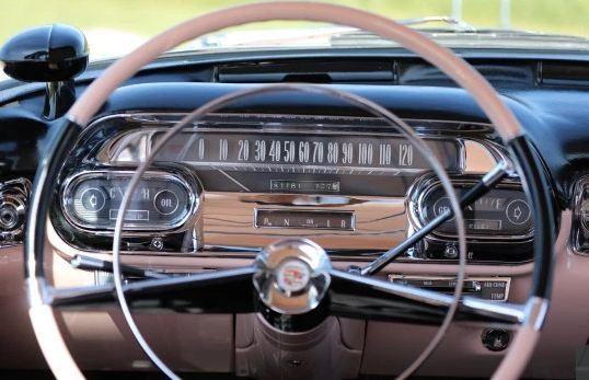 Chiêm ngưỡng chiếc Cadillac cổ màu hồng của huyền thoại Elvis Presley ảnh 2