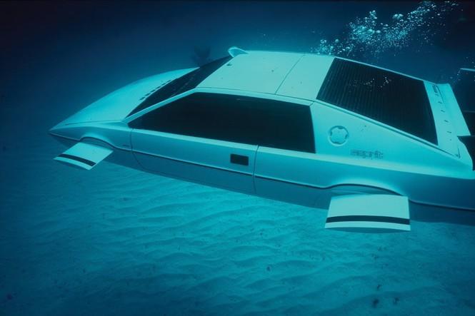 Tỷ phú Elon Musk bỏ gần 1 triệu USD tậu xe phim James Bond ảnh 1