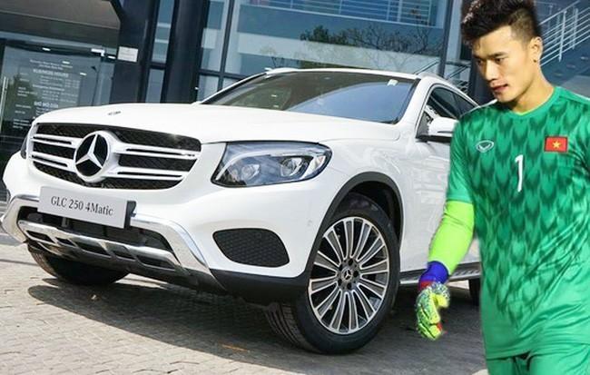 Đại gia tặng riêng thủ môn Bùi Tiến Dũng Mercedes-Benz 2 tỷ ảnh 1