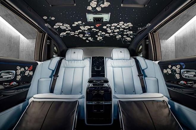 """Xe siêu sang có 1 triệu mũi thêu tạo nên phiên bản """"hoa hồng"""" ảnh 1"""