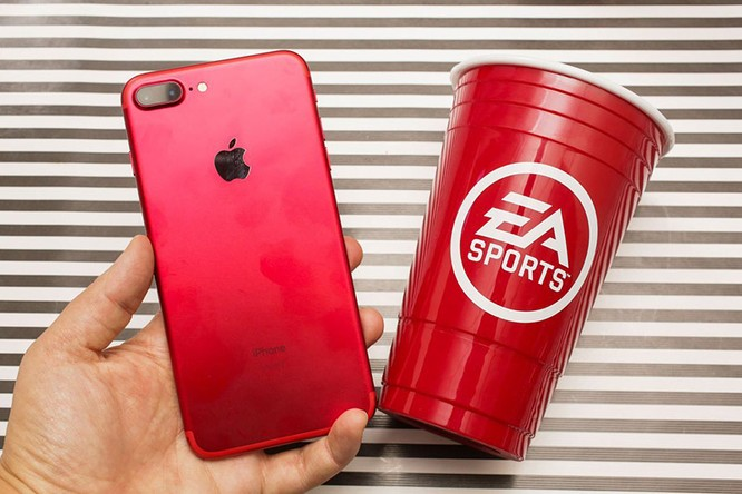 Chùm ảnh: Mở hộp và so sánh màu đỏ iPhone 7 ảnh 10
