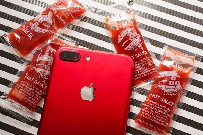 Chùm ảnh: Mở hộp và so sánh màu đỏ iPhone 7 ảnh 11