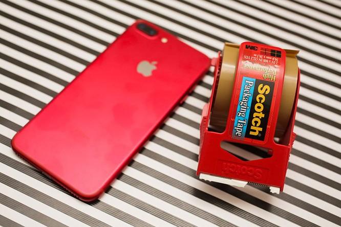 Chùm ảnh: Mở hộp và so sánh màu đỏ iPhone 7 ảnh 14