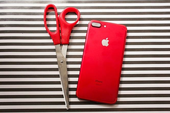 Chùm ảnh: Mở hộp và so sánh màu đỏ iPhone 7 ảnh 15