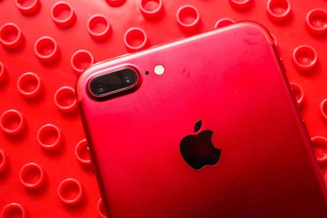 Chùm ảnh: Mở hộp và so sánh màu đỏ iPhone 7 ảnh 6