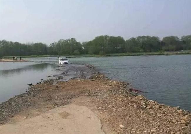 Lái xe lao xuống sông vì quá tin vào định vị GPS ảnh 4