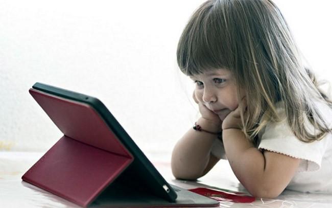 Máy tính bảng và smartphone ảnh hưởng đến khả năng ngôn ngữ của trẻ nhỏ ảnh 1