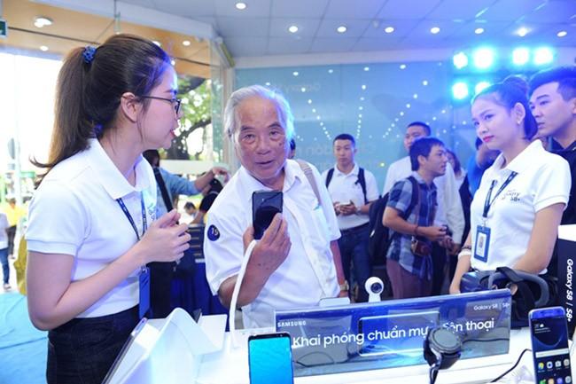 """Galaxy S8 Plus """"đắt sô"""" ngày đầu mở bán tại Việt Nam ảnh 5"""