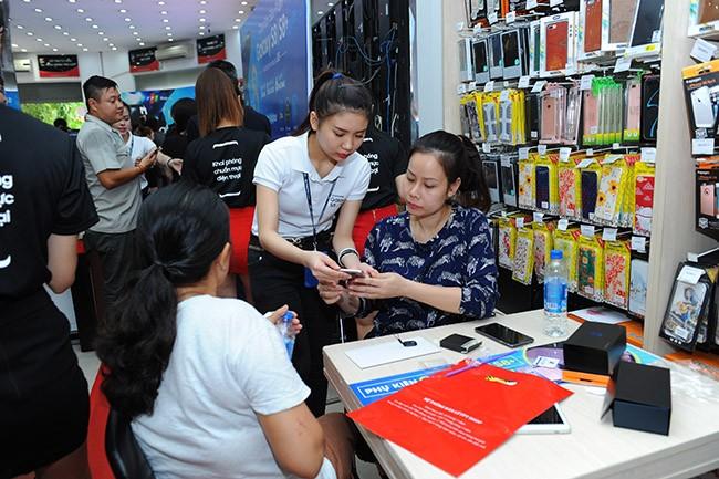 """Galaxy S8 Plus """"đắt sô"""" ngày đầu mở bán tại Việt Nam ảnh 7"""