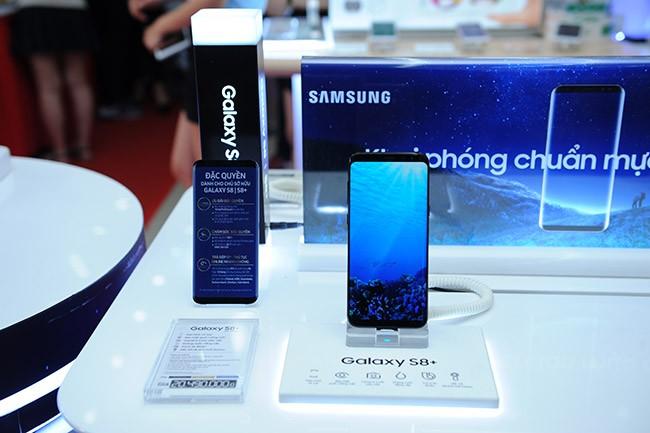 """Galaxy S8 Plus """"đắt sô"""" ngày đầu mở bán tại Việt Nam ảnh 8"""