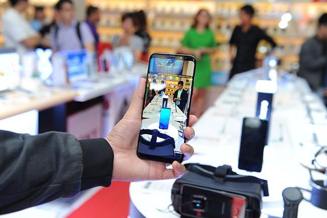 """Galaxy S8 Plus """"đắt sô"""" ngày đầu mở bán tại Việt Nam ảnh 9"""