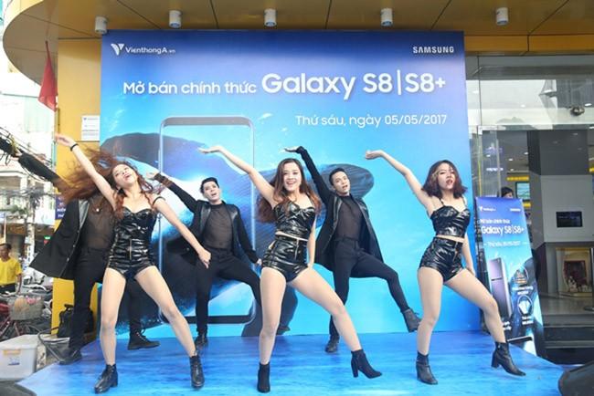 """Galaxy S8 Plus """"đắt sô"""" ngày đầu mở bán tại Việt Nam ảnh 10"""