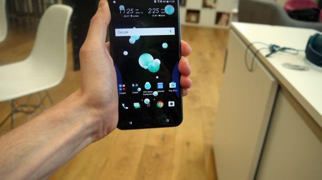 Đánh giá HTC U11: Độc đáo nhưng chưa đủ hấp dẫn ảnh 6