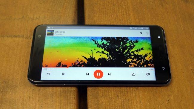 Đánh giá HTC U11: Độc đáo nhưng chưa đủ hấp dẫn ảnh 5