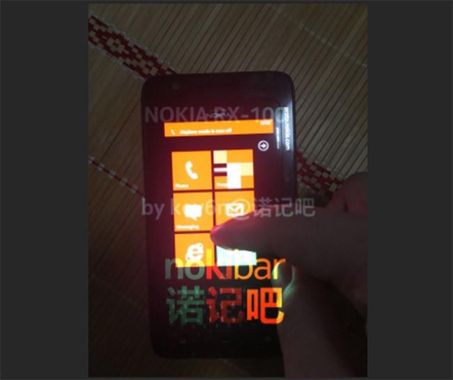 Lộ diện điện thoại Nokia chạy Windows Phone với bàn phím cứng ảnh 3