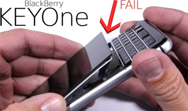 BlackBerry đổ thêm keo vào màn hình KEYone ảnh 1