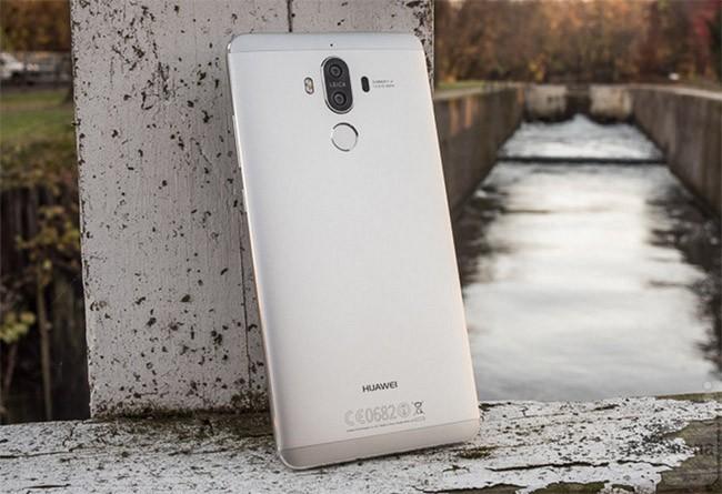 """CEO Huawei: """"Mate 10 sẽ chơi tới bến với iPhone 8""""! ảnh 1"""