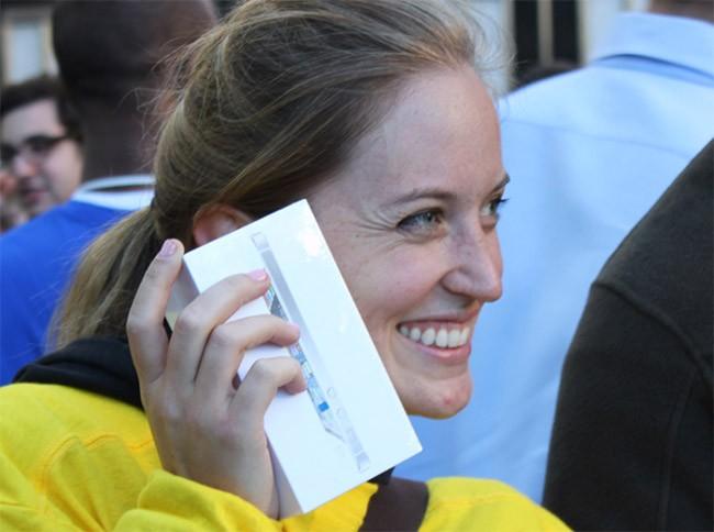 Có bao nhiêu người sẵn sàng trả 1000 USD mua iPhone 8? ảnh 1