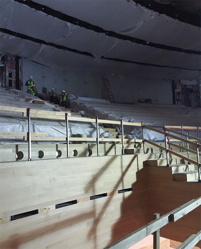 Quang cảnh bên trong nhà hát Steve Jobs chuẩn bị cho lễ ra mắt iPhone ảnh 5