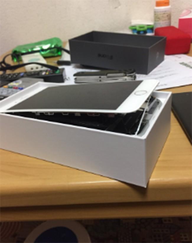 Apple điều tra pin iPhone 8 Plus phồng rộp làm bung màn hình ảnh 2