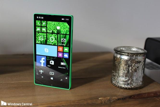 """Chiêm ngưỡng smartphone viền siêu mỏng """"suýt ra mắt"""" của Microsoft ảnh 2"""