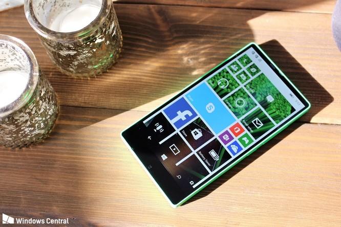 """Chiêm ngưỡng smartphone viền siêu mỏng """"suýt ra mắt"""" của Microsoft ảnh 4"""