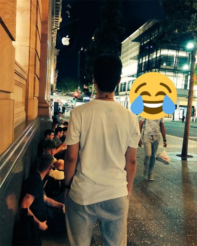 iPhone X: chen lấn xô đẩy ở Singapore, xếp hàng dài ở Úc, Nhật, Nga, Anh; nụ cười trở lại ảnh 5