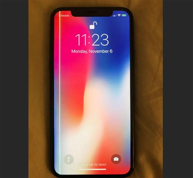 iPhone X dính lỗi sọc màn giống Galaxy S7 edge ảnh 1