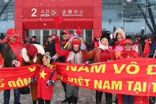 Không khí trận bóng lịch sử của U23 Việt Nam: Chút tiếc nuối phút cuối ảnh 1
