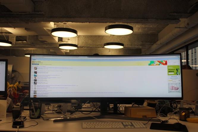 Website, YouTube và các ứng dụng sẽ hiển thị như thế nào trên màn hình siêu rộng này? ảnh 14