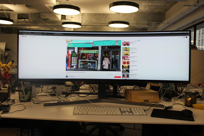 Website, YouTube và các ứng dụng sẽ hiển thị như thế nào trên màn hình siêu rộng này? ảnh 3