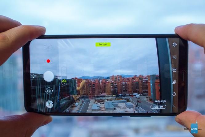 Asus ra mắt 3 smarphone, trong đó có 2 mẫu giống hệt iPhone X ảnh 3
