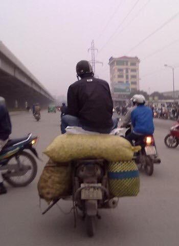"""Cười đau bụng với """"Người vận chuyển"""" phiên bản Việt Nam ảnh 10"""