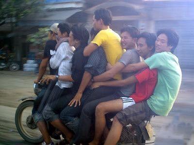 """Cười đau bụng với """"Người vận chuyển"""" phiên bản Việt Nam ảnh 13"""