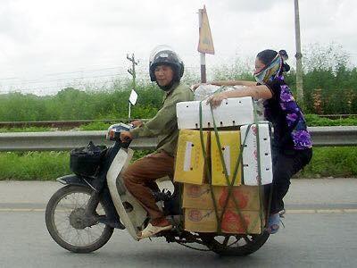 """Cười đau bụng với """"Người vận chuyển"""" phiên bản Việt Nam ảnh 15"""