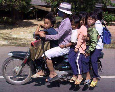"""Cười đau bụng với """"Người vận chuyển"""" phiên bản Việt Nam ảnh 16"""