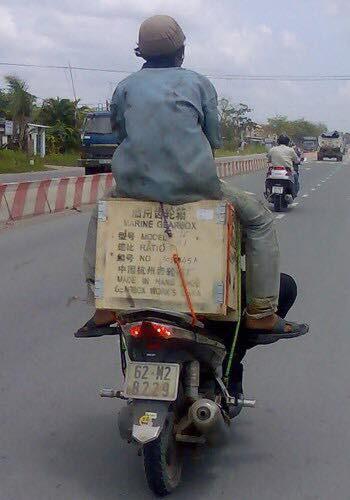 """Cười đau bụng với """"Người vận chuyển"""" phiên bản Việt Nam ảnh 22"""
