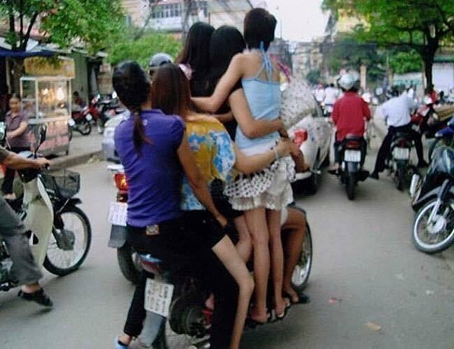 """Cười đau bụng với """"Người vận chuyển"""" phiên bản Việt Nam ảnh 27"""