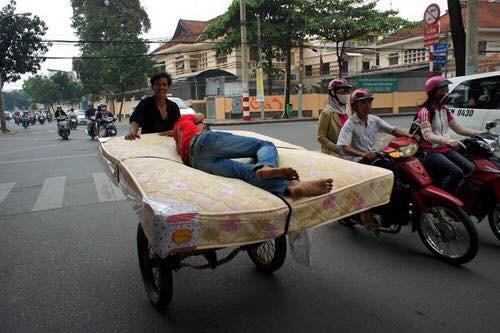 """Cười đau bụng với """"Người vận chuyển"""" phiên bản Việt Nam ảnh 4"""