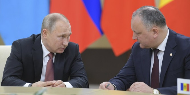 Tổng thống Putin follow 19 người trên Twitter, trong đó có một người đã chết cách đây 5 năm ảnh 12
