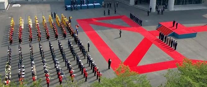 Toàn cảnh cuộc gặp lịch sử giữa Chủ tịch Triều Tiên Kim Jong Un và Tổng thống Hàn Quốc Moon Jae In ảnh 13