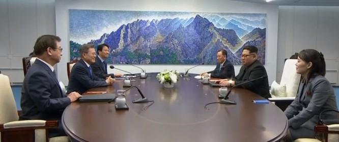 Toàn cảnh cuộc gặp lịch sử giữa Chủ tịch Triều Tiên Kim Jong Un và Tổng thống Hàn Quốc Moon Jae In ảnh 20