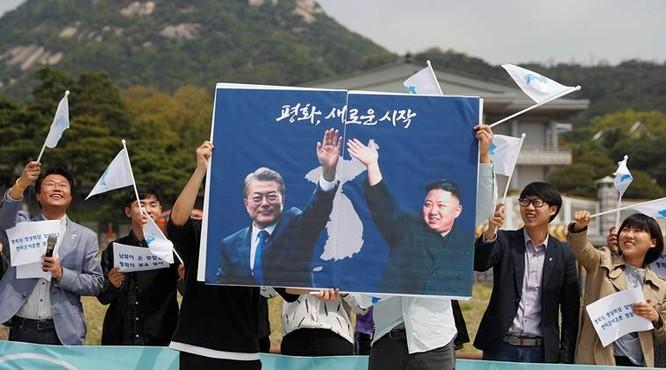 Toàn cảnh cuộc gặp lịch sử giữa Chủ tịch Triều Tiên Kim Jong Un và Tổng thống Hàn Quốc Moon Jae In ảnh 21